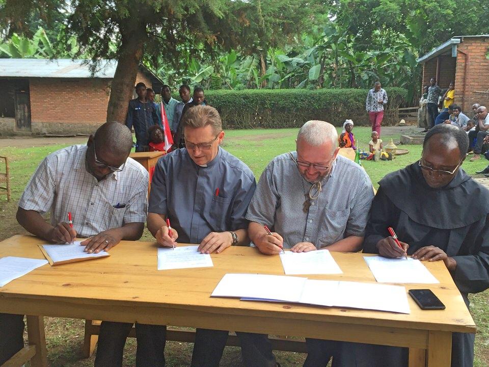 Grundsteinlegung für drittes Schulgebäude in Gahunga